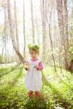 Niña en el bosque Foto de archivo libre de regalías