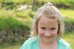 Niña sonriente Fotos de archivo libres de regalías