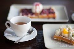Śniadanie, deser i herbata, - gofry Zdjęcie Royalty Free