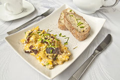 Śniadanie - rozdrapani jajka Obraz Royalty Free
