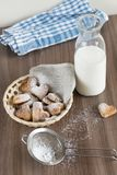 Śniadanie z dojnymi i domowej roboty ciastkami Obrazy Stock