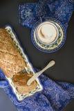 Śniadaniowy bochenek na ciemnym tle Fotografia Royalty Free