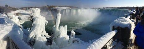 niagara замерли падениями, котор Благоустраивайте панораму замороженных водопадов в Онтарио, Канады стоковое фото rf