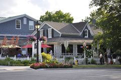 Niagara-auf-d-See, am 25. Juni: Im Stadtzentrum gelegene historische Häuser vom Niagara-auf-d-See in Ontario-Provinz Stockbild