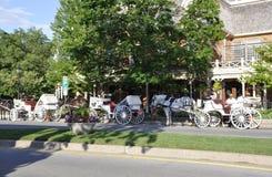 Niagara-auf-d-See, am 25. Juni: Im Stadtzentrum gelegene Stagecoaches für Touristen von Niagara auf dem See in Ontario-Provinz Lizenzfreie Stockfotografie