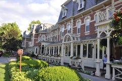 Niagara-auf-d-See, am 25. Juni: Im Stadtzentrum gelegenes historisches Hotel vom Niagara-auf-d-See in Ontario-Provinz Lizenzfreie Stockfotografie