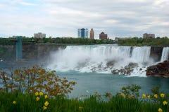 NIAGARA DALINGEN, ONTARIO, CANADA - MAG 20STE 2018: De mening van de Amerikaanse Dalingen is second-largest van de drie watervall stock afbeeldingen