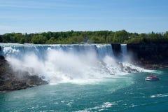 NIAGARA DALINGEN, ONTARIO, CANADA - MAG 20STE 2018: De mening van de Amerikaanse Dalingen is second-largest van de drie watervall royalty-vrije stock afbeeldingen