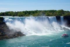 NIAGARA DALINGEN, ONTARIO, CANADA - MAG 20STE 2018: De mening van de Amerikaanse Dalingen is second-largest van de drie watervall stock fotografie