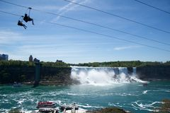 NIAGARA DALINGEN, ONTARIO, CANADA - MAG 20STE 2018: De mening van de Amerikaanse Dalingen is second-largest van de drie watervall stock foto