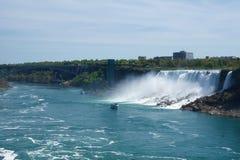NIAGARA DALINGEN, ONTARIO, CANADA - MAG 20STE 2018: De mening van de Amerikaanse Dalingen is second-largest van de drie watervall stock afbeelding
