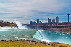 Niagara drapacze chmur od kanadyjczyk strony i spadki obrazy royalty free