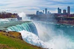 Niagara drapacze chmur w kanadyjczyk stronie i spadki zdjęcie stock