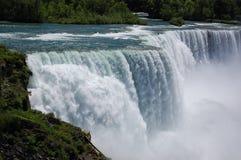 niagara faller den att rasa vattenfallet Fotografering för Bildbyråer