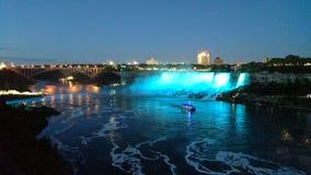 Niagara Falls alla notte immagine stock