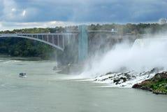 Niagara Falls américain le jour obscurci photographie stock libre de droits