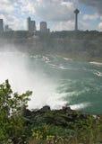 Niagara Falls, Canada, attraverso la foschia Immagini Stock
