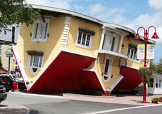 NIAGARA FALLS, Canada - AUG 4: Attraction Upside Down House on Clifton Hill in Niagara Falls, Canada, August 4, 2013 Royalty Free Stock Photos