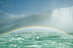 Niagara Falls con el arco iris Fotos de archivo libres de regalías