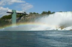 Niagara Falls con el arco iris Imágenes de archivo libres de regalías