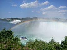 Niagara Falls con el arco iris foto de archivo libre de regalías