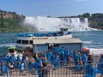 Niagara Falls da sotto immagini stock libere da diritti