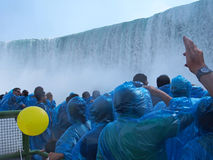 Niagara Falls da sotto fotografie stock