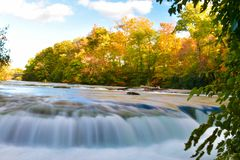 Niagara Falls el la estaci?n del oto?o foto de archivo libre de regalías