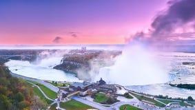 Niagara Falls en el amanecer Foto de archivo libre de regalías