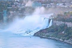 Niagara Falls en el amanecer imagen de archivo