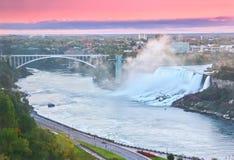 Niagara Falls en el amanecer Imágenes de archivo libres de regalías