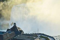 Niagara Falls en el crepúsculo fotografía de archivo libre de regalías