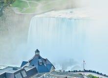 Niagara Falls en el crepúsculo imágenes de archivo libres de regalías