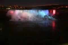 Niagara Falls en la noche fotografía de archivo
