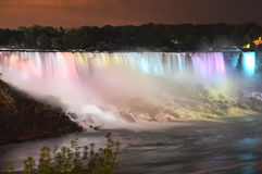 Niagara Falls en la noche Fotos de archivo libres de regalías