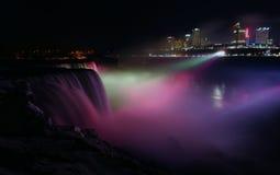 Niagara Falls en la noche foto de archivo libre de regalías