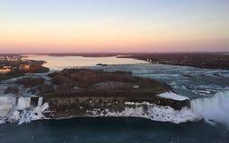 Niagara Falls en la puesta del sol Imágenes de archivo libres de regalías