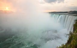 Niagara Falls en la salida del sol Imagen de archivo libre de regalías
