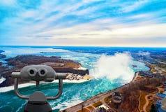 Niagara Falls entre los Estados Unidos de América y Canadá Foto de archivo