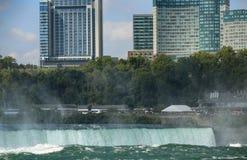 Niagara Falls entre los Estados Unidos de América y Canadá de N fotografía de archivo