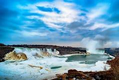 Niagara Falls entre o Estados Unidos da América e o Canadá Imagens de Stock Royalty Free