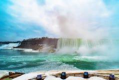 Niagara Falls entre o Estados Unidos da América e o Canadá Fotos de Stock