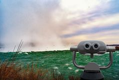 Niagara Falls entre o Estados Unidos da América e o Canadá imagens de stock