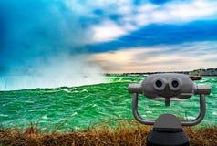 Niagara Falls entre o Estados Unidos da América e o Canadá foto de stock