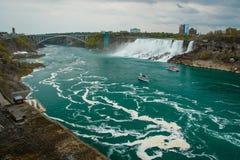 Niagara Falls från den kanadensiska platsen, Ontario, Kanada Arkivfoto