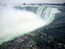 Niagara Falls - kanten av vattenfallet Royaltyfri Bild