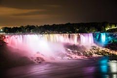 Niagara Falls la nuit photo libre de droits