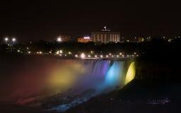 Niagara Falls la nuit Image stock