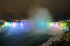 Niagara Falls ljus på natten fotografering för bildbyråer