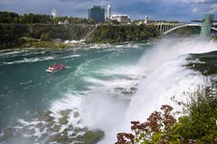 Niagara Falls mellan Amerikas förenta stater och Kanada från N arkivfoto